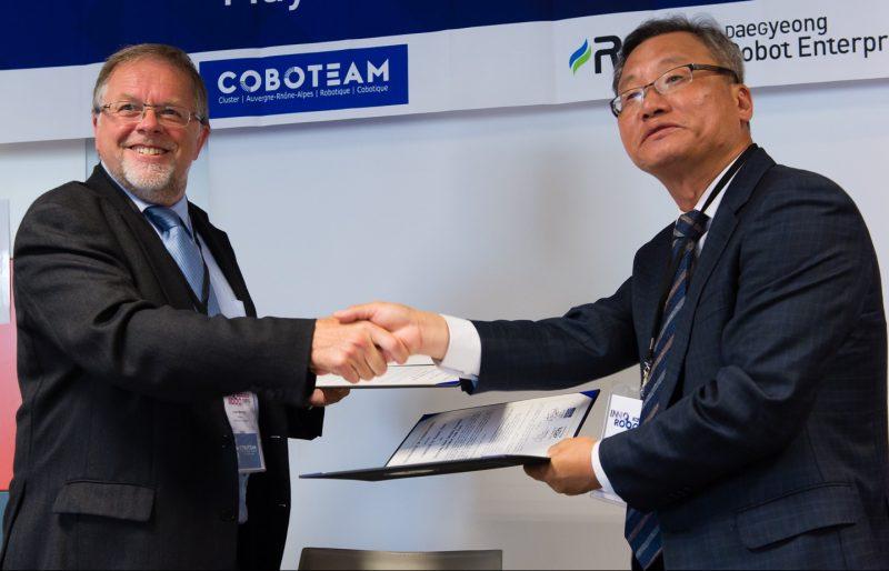 coboteam et repa  cluster robotique cor u00e9en  signent un accord de partenariat lors du salon